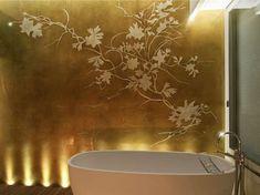 Decorazione pareti con Foglia D'Oro - Parete bagno decorato con foglia d'oro Wall decoration with Golden Leaf - Bathroom wall decorated with gold leaf Bath Shower Mixer Taps, Bathroom Taps, Gold Bathroom, Bathroom Colors, Bathroom Interior, Taps Bath, Bathrooms, Traditional Bathroom Inspiration, Home Decor Inspiration