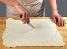 Lag en fristende Waleskringle av vannbakkelsdeig. Kringlen kan fylles med en ekte eggekrem eller en ferdig vaniljekrem fra pakke. Ferdig vaniljekrem kan eventuelt blandes med pisket krem.