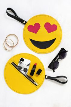 This DIY emoji clutch will carry all your devices and accessories. This DIY emoji clutch will carry all your devices and accessories. Diy Clutch, Diy Purse, Clutch Purse, Main Emoji, Emoji Craft, Pochette Diy, Do It Yourself Fashion, Baby Mobile, Ideias Diy