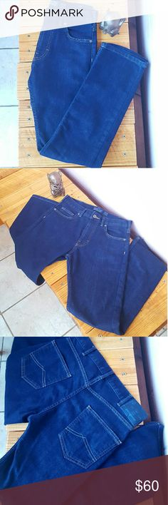 MENS 28x30 PATAGONIA JEANS *slim straight fit patagonia jeans *size 28x30 *like new condition (worn twice) *made of cotton and cool max with a DWR (durable water repellent) finish *very comfortable with stretch  *perfect for any occasion  *comes from a smoke-FREE home Patagonia Jeans Slim Straight