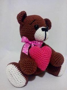 Háčkovaný macík so srdiečkom #srdce #laska #love #medved #medvedik #medvidek #valentyn #valentin #darcek #hackovany Teddy Bear, Toys, Crochet, Animals, Crochet Hooks, Animales, Animaux, Toy, Teddybear