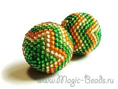 Russian beadwork site. Beaded bead tutorial. Use 20mm interior bead, and 11/0 seed beads for a smooth finish. Mochibana?