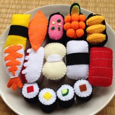 【送料込み♡】フェルト おままごと お寿司セット Craft Projects For Kids, Diy For Kids, Play Kitchen Food, Food Pillows, Anime Crafts, Felt Play Food, Pretend Food, Food Patterns, Doll Food