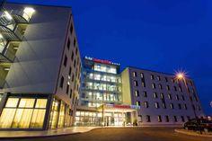 Gruppen-Angebot für Bologna 4* Hotel Cosmopolitan Cosmopolitan, Hotels, Holiday Hotel, Italy Holidays, Das Hotel, Hotel Deals, Front Desk, Travel, Italy