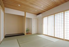 網目の小さい障子から注ぐ光が明るい和室 Asian Interior Design, Wonderful Things, Divider, Japan, Spaces, Room, Furniture, Home Decor, Bedroom