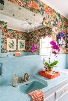 New Bathroom Interior Design Vintage Apartment Therapy Ideas Bathroom Before After, Vintage Apartment, Vintage Bathrooms, Retro Bathroom Decor, Bathroom Interior, Bathroom Wallpaper Retro, 1950s Bathroom, Tile Wallpaper, Chinoiserie Wallpaper