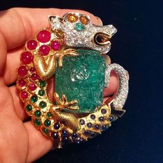 Another #jewelryroadtrip as I traveled to #newyorkcity to see two of the major auction houses give their #magnificentjewels previews. This is one of the many #magicalcreatures I saw on my trip! A #dragon like #beast created with #emeralds #rubies #sapphires #gold #diamonds by @davidwebbjewels More #finejewelry to come #sothebysjewels #estatejewelry #auctionjewelry #sothebys  #fantasticbeasts #dataintherough