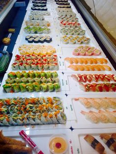 Sushi!! ❤️ Sushi Buffet, Sushi Platter, Sushi Catering, Wedding Food Menu, Sushi Party, Food Places, Food Cravings, I Love Food, Food Inspiration