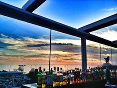 Birbirinden güzel yemeklerine eşlik eden harika manzaraya sahip bir restoran! Great View, Restaurant Bar, Airplane View, Istanbul, Mirror, Nice, Pictures, Mirrors, Vanity