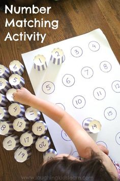 NUMBER MATCHING ACTIVITY:  What a fun way to work on number recognition! I'm totally making one of these for the hooligans!  SEE THE DETAILS HERE: http://laughingkidslearn.com/2015/01/number-matching-activity-kids.html/