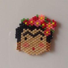 Frida Kahlo j'ai utilisé et modifié la poupée de @rose_moustache #rosemoustache #tissageperles #miyuki #jenfiledesperlesetjassume #miyukiaddict #broche #fridakahlo #bijoux