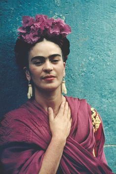 In May Nickolas Muray traveled to Mexico where he met Frida Kahlo, a woman he would never forget. Diego Rivera, Fridah Kahlo, Glamour Mexico, Nickolas Muray, Frida Kahlo Portraits, Kahlo Paintings, Frida Art, Mexican Artists, Creative Photos