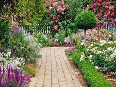 Важность цветовой палитры, ее воздействие и на самочувствие, и на настроение, и на восприятие эстетики садовых ансамблей неоспоримы. Цвет не просто влияет на нас, но и является тонким инструментом пре...