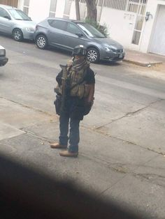 Mexican Army SF operator with civilian clothes the photo was taken during the capture of an Cartel HVT 2015 Military Love, Army Love, Mexican Army, Airsoft Guns, Special Forces, Marines, Navy, Clothes, Fes