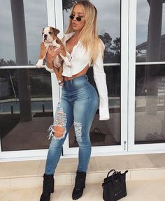 Clothes Cute Winter Ripped Jeans Ideas For 2019 Cute Outfits With Jeans, Love Jeans, Cute Outfits For School, Trendy Outfits, Fashion Outfits, Girly Outfits, Preppy Winter Outfits, Summer Outfits, Tammy Hembrow
