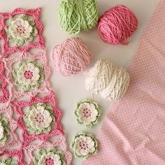 Hoping to catch up with this sweet thing later on today framedflower framedflowermotif crochet crochetflowers mypinkcreativeworld Granny Square Crochet Pattern, Crochet Blocks, Crochet Flower Patterns, Afghan Crochet Patterns, Crochet Squares, Crochet Granny, Crochet Designs, Crochet Flowers, Knitting Patterns
