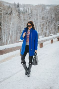 Ritz Carlton Bachelor Gulch | A Southern Drawl. Grey printed sweater+black leggings+balck rainy boots+blue wool coat+black handbag+black sunglasses. Winter Casual Outfit 2016-17