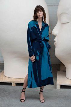 Jeffrey Dodd Spring 2020 Ready-to-Wear Fashion Show - Vogue Fashion 2020, Daily Fashion, Runway Fashion, Fashion News, Spring Fashion, High Fashion, Trench Coat Dress, Mode Chic, Dandy