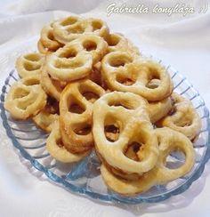 Gabriella kalandjai a konyhában :): Szalalkális perec Onion Rings, Ethnic Recipes, Food, Essen, Meals, Yemek, Onion Strings, Eten
