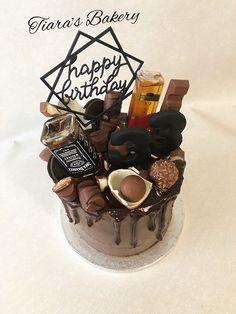 Drip Cake, Whisky Drip Cake, whiskydripcake, whiskycake, Whisky Cake, Birthday Cake, chocolate Cake, chocolate drip cake, birthday cake, birthday cake for men, cake for men, by Tiara's Bakery in Switzerland