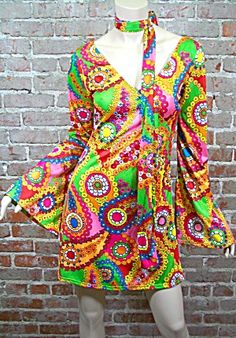 Love the mod colors and semi paisley print!!