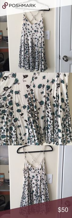 Dress | FREE PEOPLE floral dress from free people! Straps are adjustable. Zipper on the side with decorative buttons. Size 10 Free People Dresses Mini