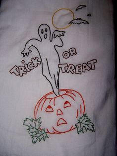 Halloween tea towel Halloween Embroidery, Hand Work Embroidery, Halloween Quilts, Embroidery Patterns Free, Vintage Embroidery, Embroidery Applique, Embroidery Designs, Halloween Color By Number, Patterned Tea Towels