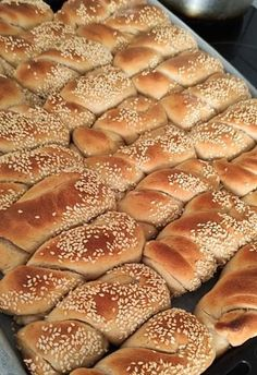 Greek Recipes, Hot Dog Buns, Food To Make, Food And Drink, Bread, Cooking, Lava, Kitchen, Brot