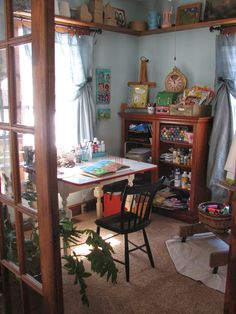 Unusual home art studio ideas stunning art studios that will inspire you to get back to . unusual home art studio Art Studio Room, Deco Studio, Studio Shed, Art Studio Design, Art Studio At Home, Art Studio Spaces, Design Art, Home Art Studios, Art Studio Decor