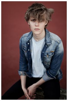 I've been really straight lately I need to stare at boobs also here's a hot babe Jakub I wish I could get some shots of ugh Cute Emo Boys, Emo Guys, Shay Mitchell, Millie Bobby Brown, Jaden Smith, Hogwarts, Dakota Blue Richards, Couple With Baby, Most Beautiful Man