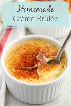 Recipes Snacks Easy This Easy Crème Brûlée is made with just four ingredients and features a rich custard base with a crisp caramelized topping. While this may seem like a fancy dessert to have, it is actually easy to make. You only need 4 ingredients! Dessert Simple, Dessert For Two, Fancy Desserts, Köstliche Desserts, Dessert Recipes, Fancy Recipes, Custard Desserts, Easy To Make Desserts, Cream Brulee
