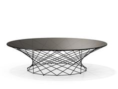 The Oota Table wants to be seen. A very special companion, as splendid and elegant as a jewel. The delicate trellis work supports the round glass top that subtly and atmospherically reflects the light.