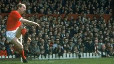 Watch a video of Sir Bobby Charlton in action as a Manchester United player and club ambassador as the Reds legend celebrates his birthday. Manchester Derby, Manchester United Images, Official Manchester United Website, Manchester United Players, Premier Football, Bobby Charlton, Man Utd News, Vintage Videos, European Cup