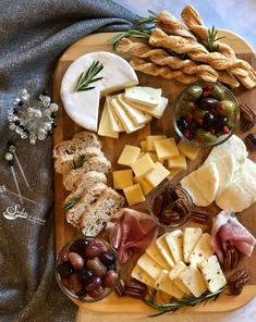 Charcuterie Recipes, Charcuterie And Cheese Board, Charcuterie Platter, Cheese Boards, Food Platters, Cheese Platters, Cheese Table, Cheese Appetizers, Appetizer Recipes