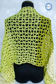 Triangle mesh and shades of green make this free crochet wrap pattern super chic and trendy!  A perfect spring time project :)