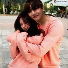 taehyung and jennie Kpop Couples, Cute Couples, Foto Bts, Taehyung, Kim Sohyun, Bts Girl, Korean Couple, Blackpink And Bts, Idol
