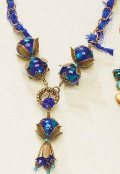 Learn how to string beads by mising wire-wrapping with stringing in this free project.