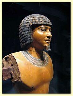 """PTAHHOTEP, vizir da V dinastia (2680-1540 a.C.) egípcia autor da """"Doutrina da Sabedoria"""" propôs orientações à educação e à organização da escola em duas classes: para o povo e classes superiores"""