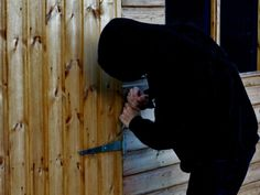 Tips for toughening up shed security - protect your prized ride from thieves (for bikes but works for an office too) Shed Security, Home Security Tips, Safety And Security, Home Safety Tips, Cheap Sheds, Shed Organization, Primitive Survival, Bike Shed, Building A Shed