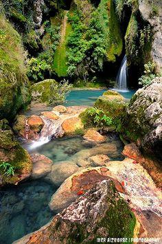 Urederra, Spain waterfall Más Información del  #TurismoNavarra   #NaturalezaViva  #TurismoRural  #NacederoUrederra  #Baquedano #RutaCascadasBaquedano  ➦    ➦ http://www.nacedero-riourederra.com ☛  ➦ ➦ http://mundoturismorural.blogspot.com.es  ☛  ➦  ➦ www.casaruralnavarra-urbasaurederra.com ☛  ➦ http://navarraturismoynaturaleza.blogspot.com.es ☛  ➦ www.parquenaturalurbasa.com ☛   ➦ http://nacedero-rio-urederra.blogspot.com.es/