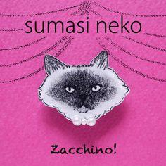 ツンとすました顔をした猫のブローチ。首もとはパールのリボンでおめかししています。モノクロでちょっとシックな雰囲気です。--------------------...|ハンドメイド、手作り、手仕事品の通販・販売・購入ならCreema。