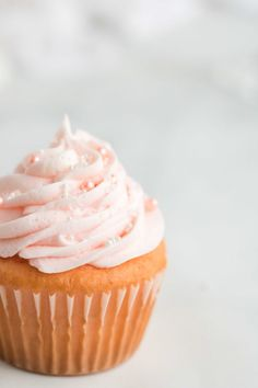 Have you been searching for the perfect pink champagne cupcake for your special occasion? These light and fluffy Pink Champagne Cupcakes with a Smooth Champagne Buttercream Frosting and a fizzy pop of pink champagne are the perfect find! These cupcakes have the most beautiful and delicious pink champagne look and are perfect for any occasion! They are so easy to make! #withcakemix #recipe #easy #best #pink #cupcakes #fromscratch #valentines #dessert Pink Moscato Cupcakes Recipe, Pink Champagne Cupcakes, Sweet Champagne, Cupcake Tray, Cupcake Icing, Cupcake Flavors, Cupcake Recipes, Girl Birthday Cupcakes, Girl Cupcakes