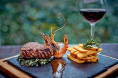 MANZO MARANELLO Stek z polędwicy wołowej z sosem Jack Daniel's, szpinakiem o nucie krabowej oraz frytkami steakhouse ::) www.maranello.pl