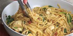 Linguine au poulet à la Florentine : Des pâtes crémeuses aux tomates et champignons, y'a rien de meilleur! - Recettes - Ma Fourchette La Florentine, Chicken Linguine, Creamy Pasta Dishes, One Pot Pasta, Cheat Meal, Dinner Is Served, I Love Food, Soup Recipes, Recipies