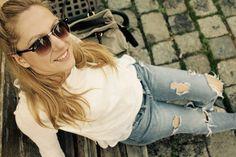 #minimalist #outfit #white #rippedjeans #boyfriendjeans #ootd #inspiration #snake #sandals #snakeprint Ohh Couture, Michael Kors Bracelet, Zara Sandals, Couture Outfits, Zara Jeans, Mk Bags, White Shop, Outfit Posts, Snake Print