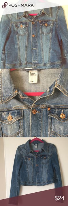 Cropped Jean Jacket Beautiful cropped denim jacket, perfect for spring. Looks terrific with a sundress and wedges! In excellent condition. Sized H&M 40, listing as Medium (fits like a Medium/Large). H&M Jackets & Coats Jean Jackets