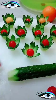 Украшаем салаты, in 2020 Food Crafts, Diy Food, Amazing Food Art, Creative Food Art, Fruit And Vegetable Carving, Cake Decorating Videos, Decorating Ideas, Food Carving, Food Garnishes