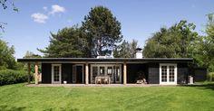 Danish summer house Beach Shack, Black House, Danish Design, Tiny House, Building A House, Summer Houses, Cottage, House Design, Cabin
