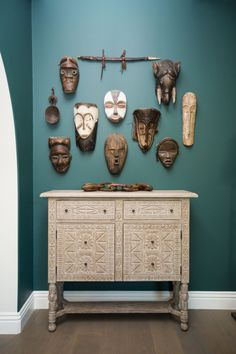 This Is How An Interior Design CEO Decorates Her Perfectly Eclectic LA Pad - ELLEDecor.com