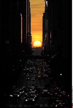 the setting sun aligns perfectly with the east-west streets. #travel #city #urban #sunset #traffic